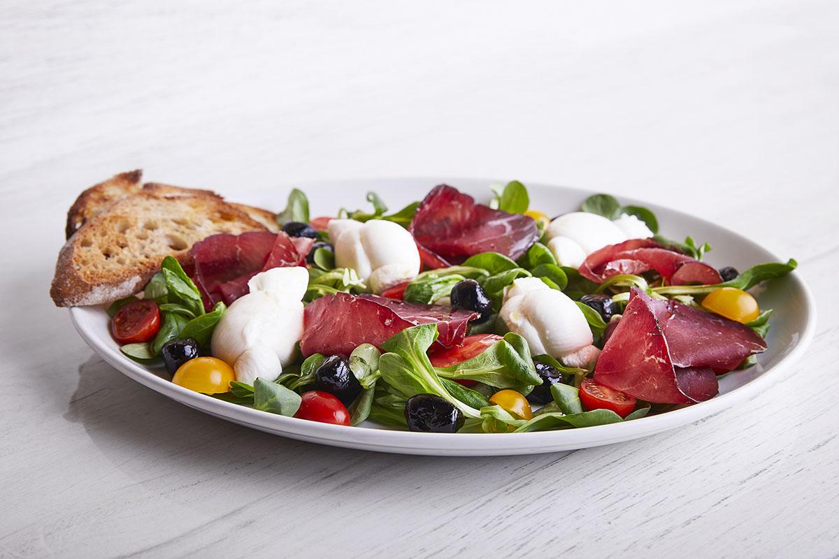 Salad with Cow Milk Mozzarella Knots