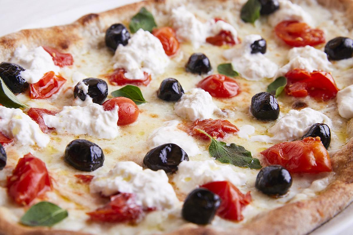 Pizza con Pomodorini del Piennolo del Vesuvio DOP