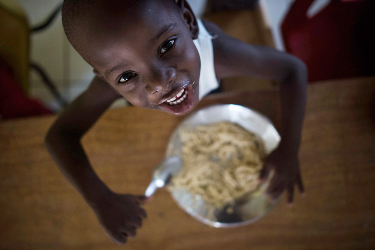 Charity NPH Italia Onlus - Distribution of Pasta in Haiti