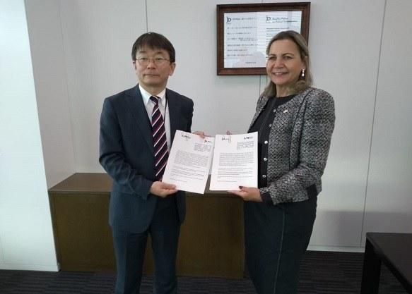 Susumu Iwasaki and Liane Lage with the renewed agreement