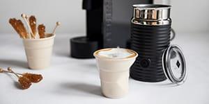 Как приготовить кофе в капсулах в кофемашине и без нее