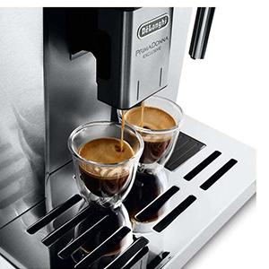 регулируемая высота блока подачи кофе для чашек разной высоты в кофемашине De'Longhi PrimaDonna Exclusive ESAM 6904 M
