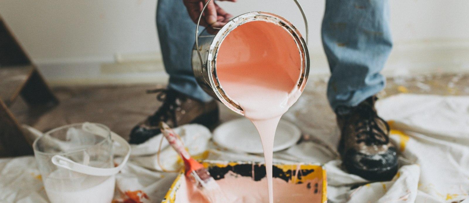 Pintar una pared sería una reparación locativa