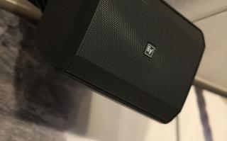 Electro-Voice Evid S5.2 in de foyer