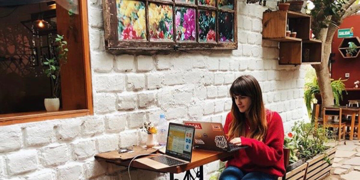 girl remote working