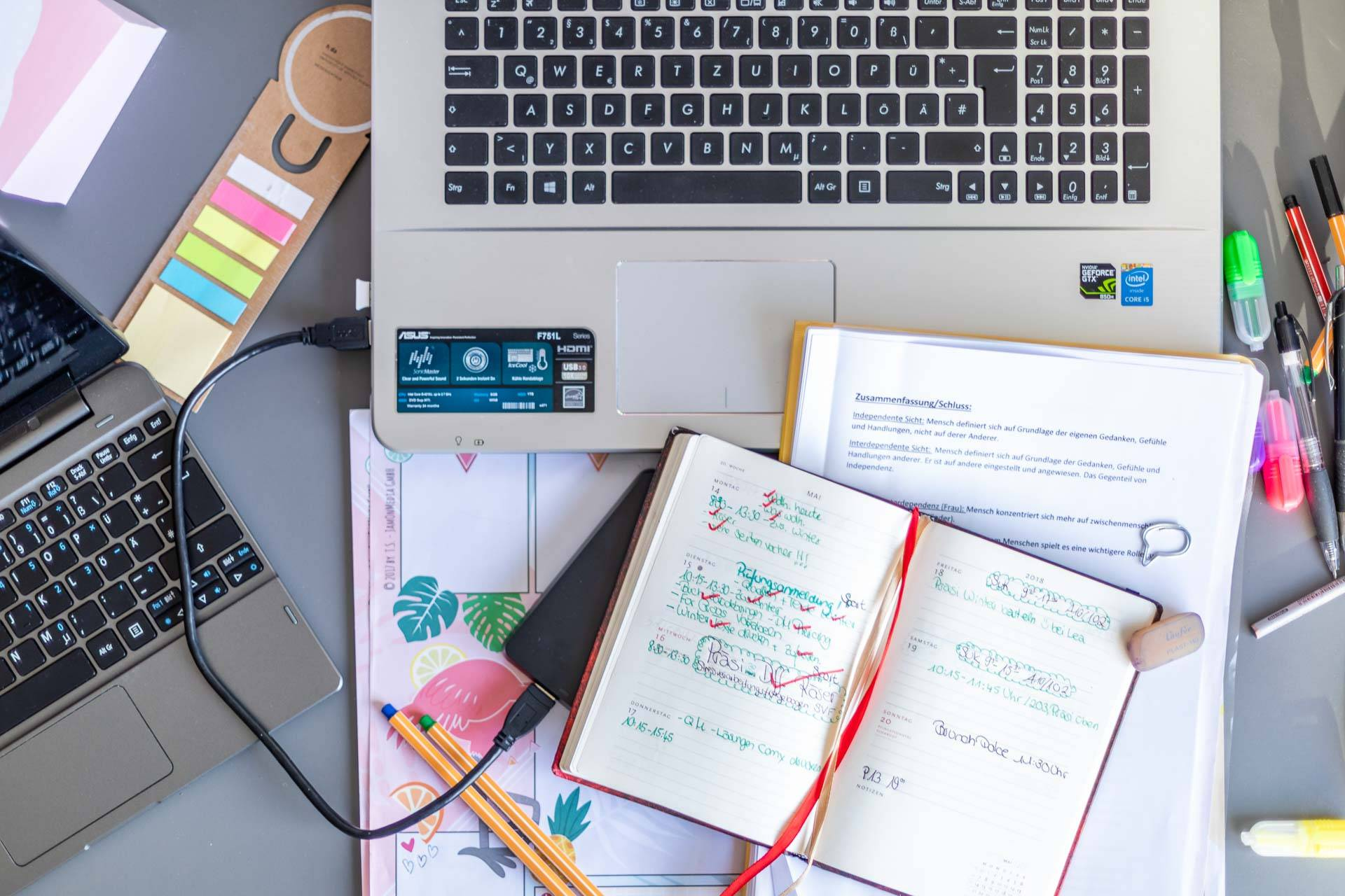 A student's desk at THE FIZZ Hamburg