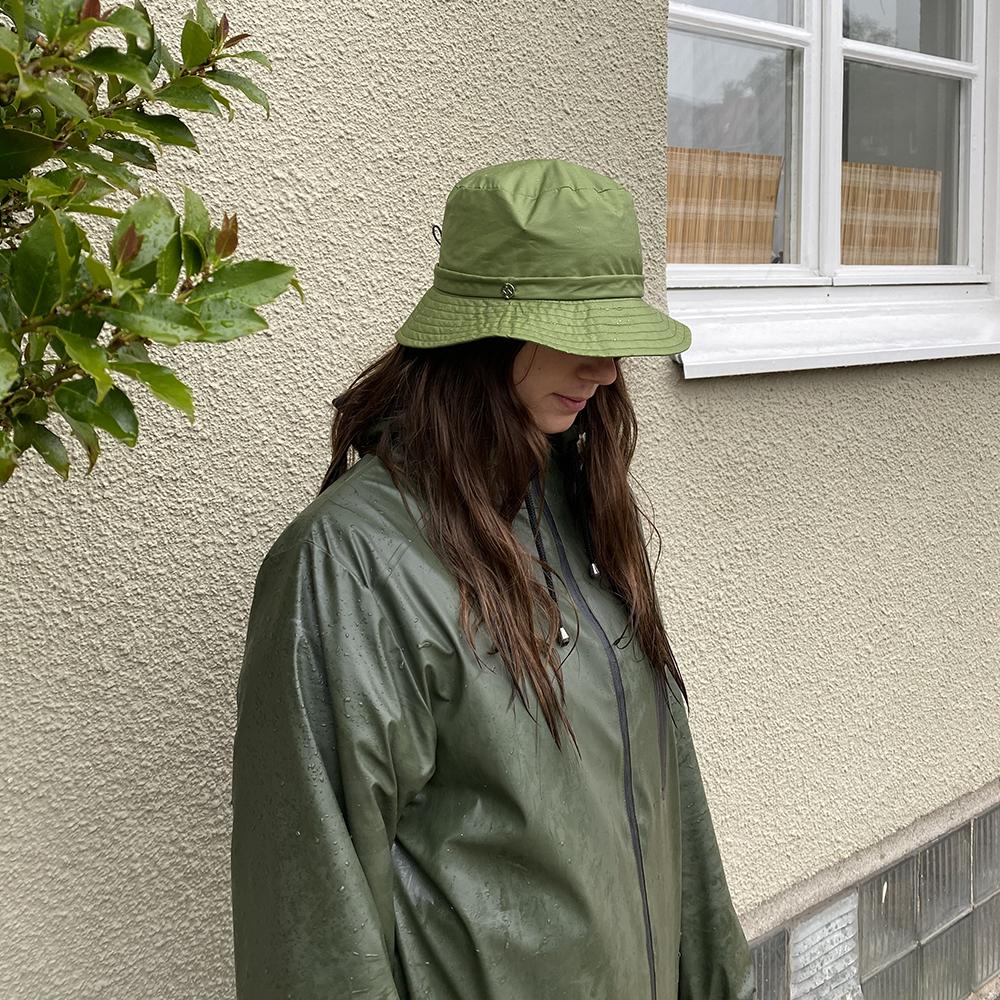 Färgglada regnhattar som skyddar dig mot vind och rusk 2021!