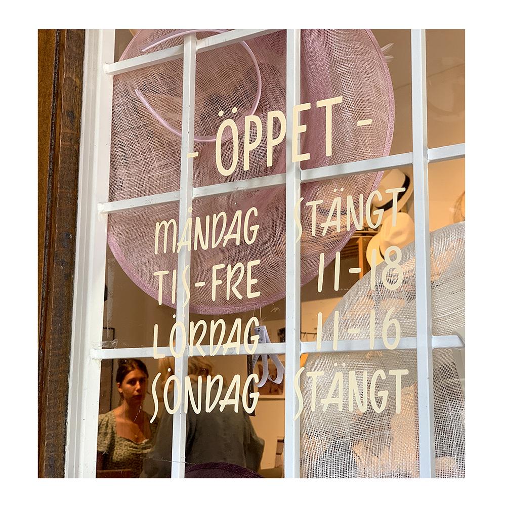 Teckensign på besök i vår fysiska butik i Malmö