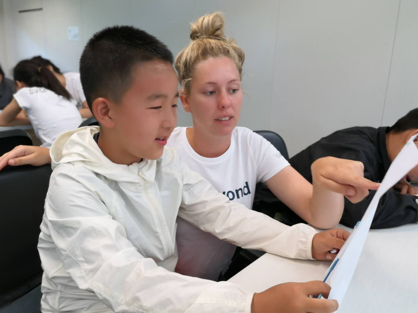 OutBeyond Study Tours | Teacher from OutBeyond giving an English Lesson to Foreign student from China