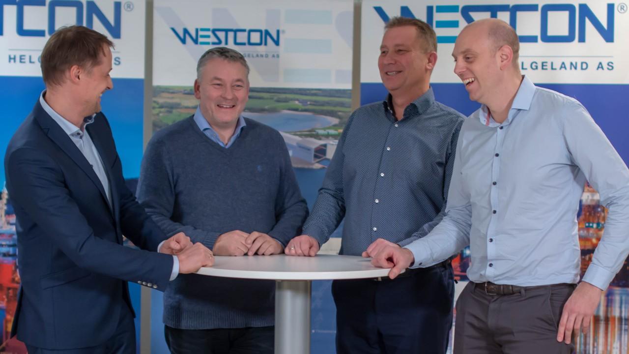 Fra venstre: Fredrik Nordnes i Equinor, daglig leder ved Westcon Yards Helgeland Arnt Skogsøy, Bjørn Koi i Ocean Installer og Steinar Matre i Westcon Subsea.