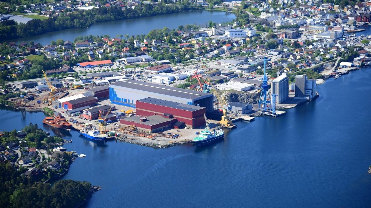 Flyfoto av Westcon Yards Florø