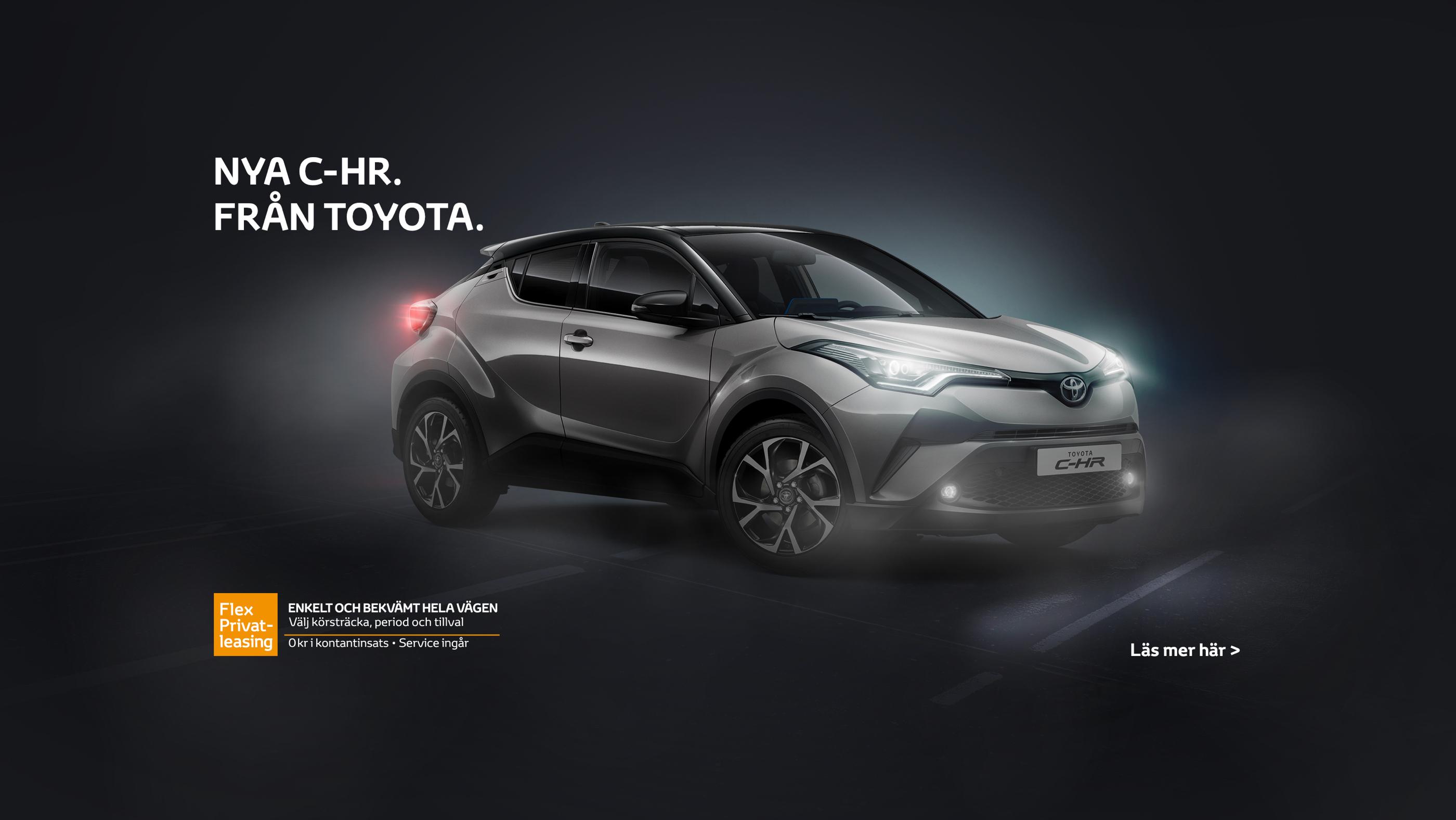Toyota C-HR mot svart bakgrund. Marknadsföringsmaterial online.