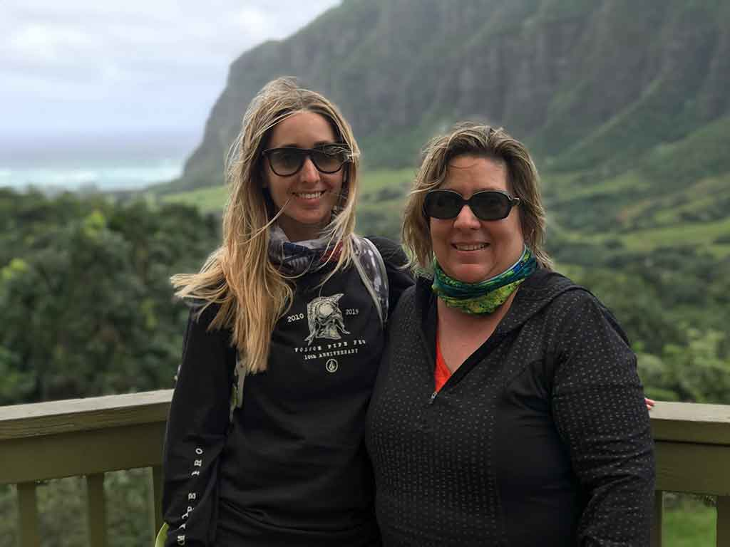 Scott's Cheap Flights member Alicia in Hawaii with her mom