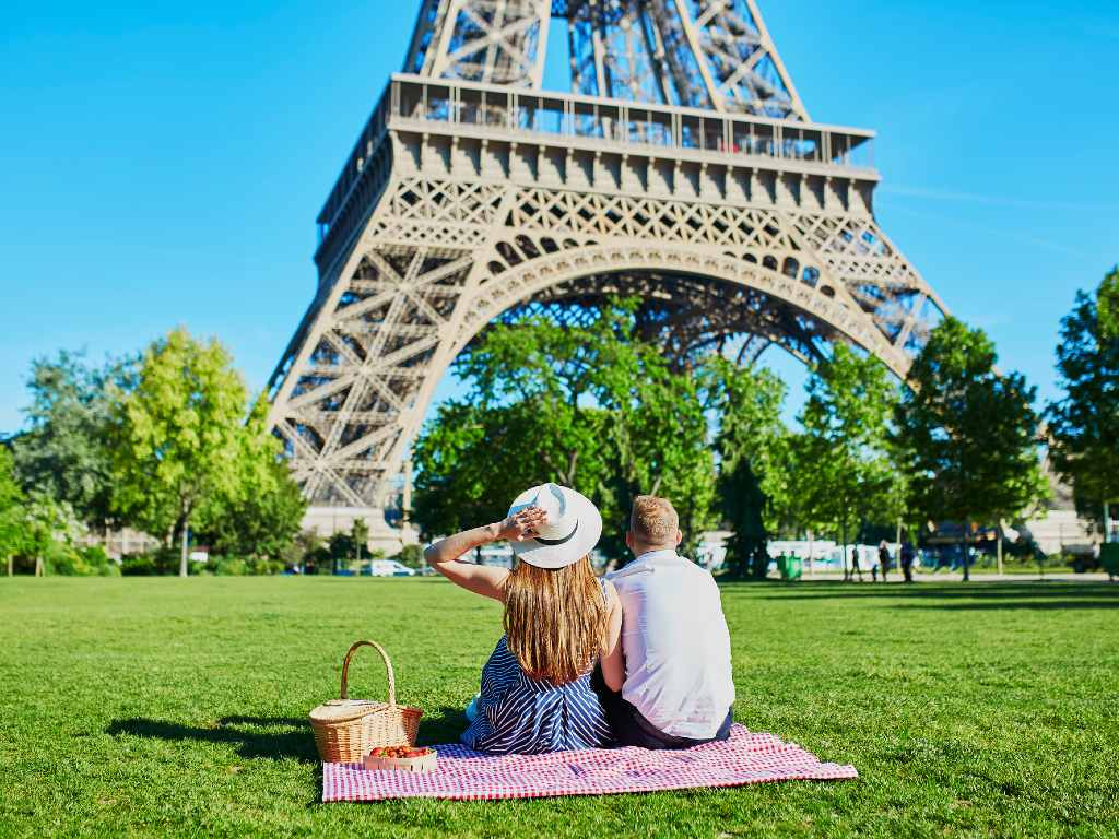 couple picnicking in front of the Eiffel Tower