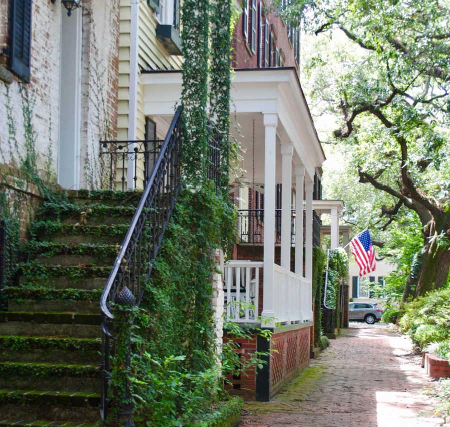 typical street in Savannah.