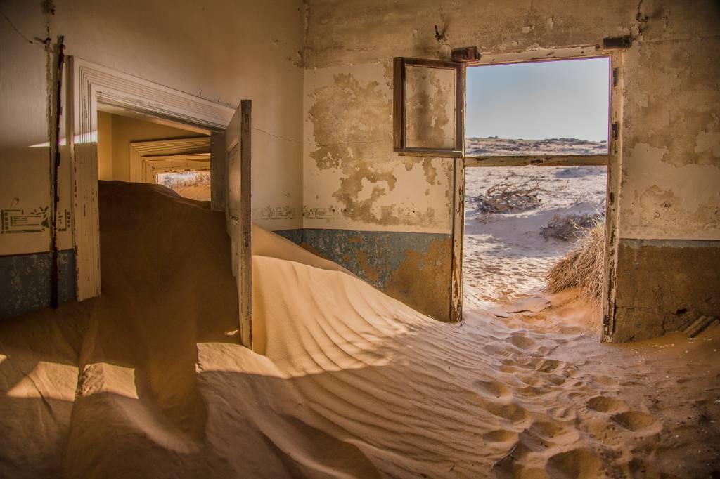 abandoned building in Kolmanskop