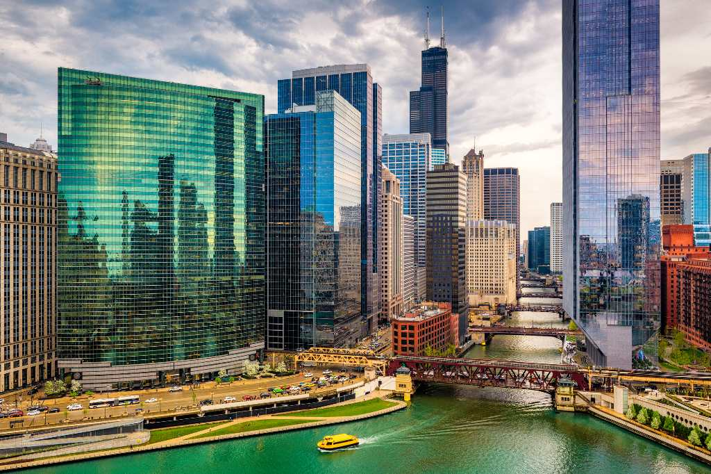 bridge over chicago river.
