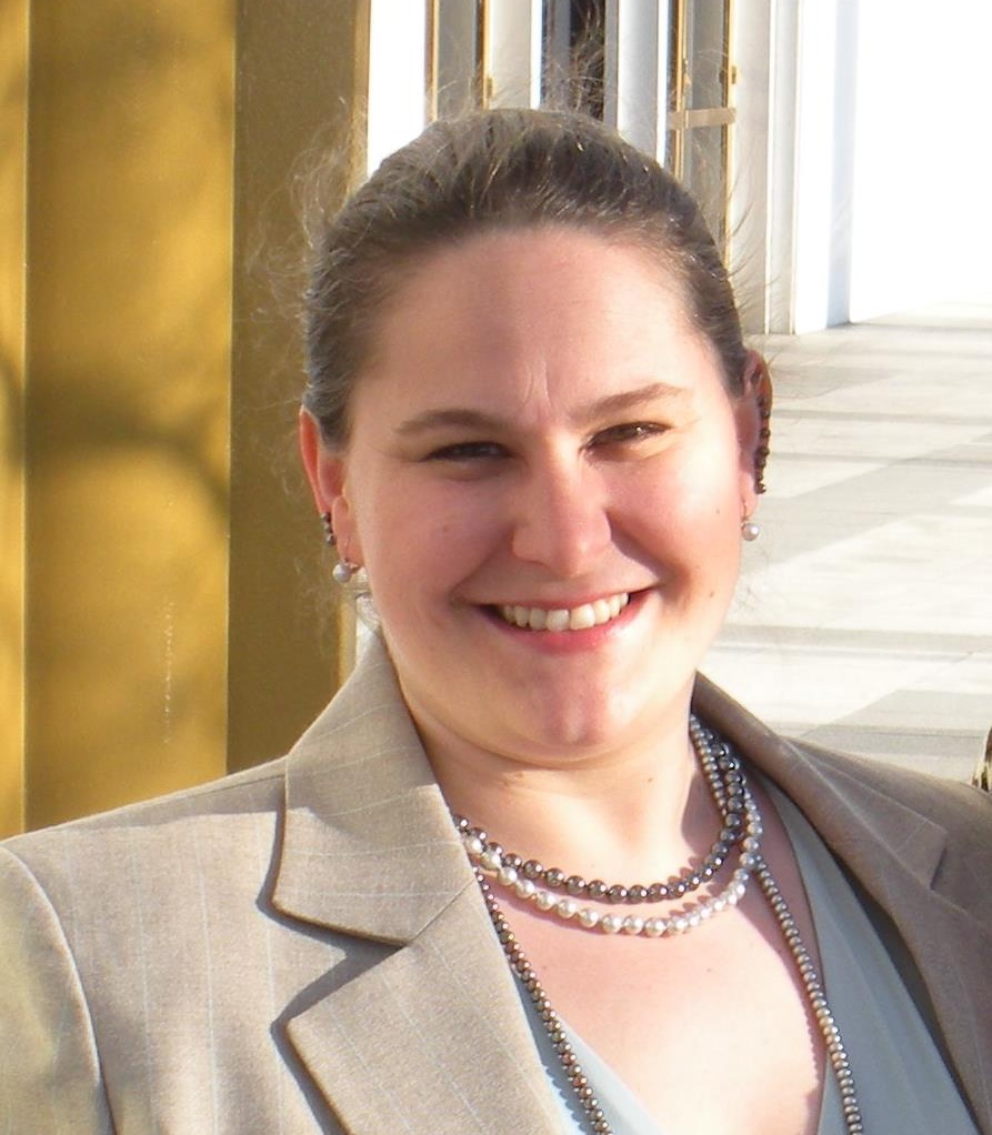 Alison Pacuska's headshot