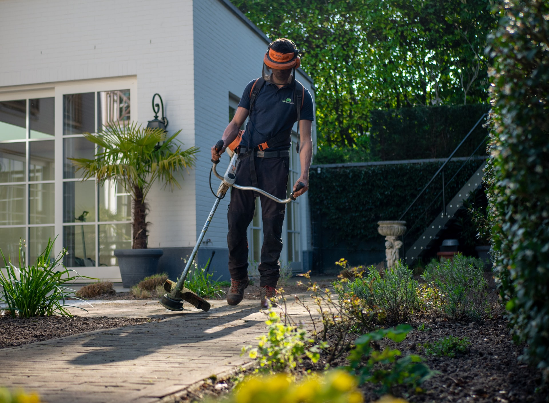 The 10 Best Scheduling Apps for Landscaping & Gardening Businesses: Free and Paid Tools to Shape Up Your Job Management