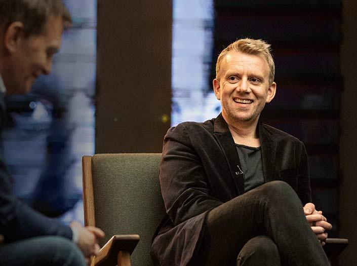 Helgi Seljan er næsti gestur Með Loga