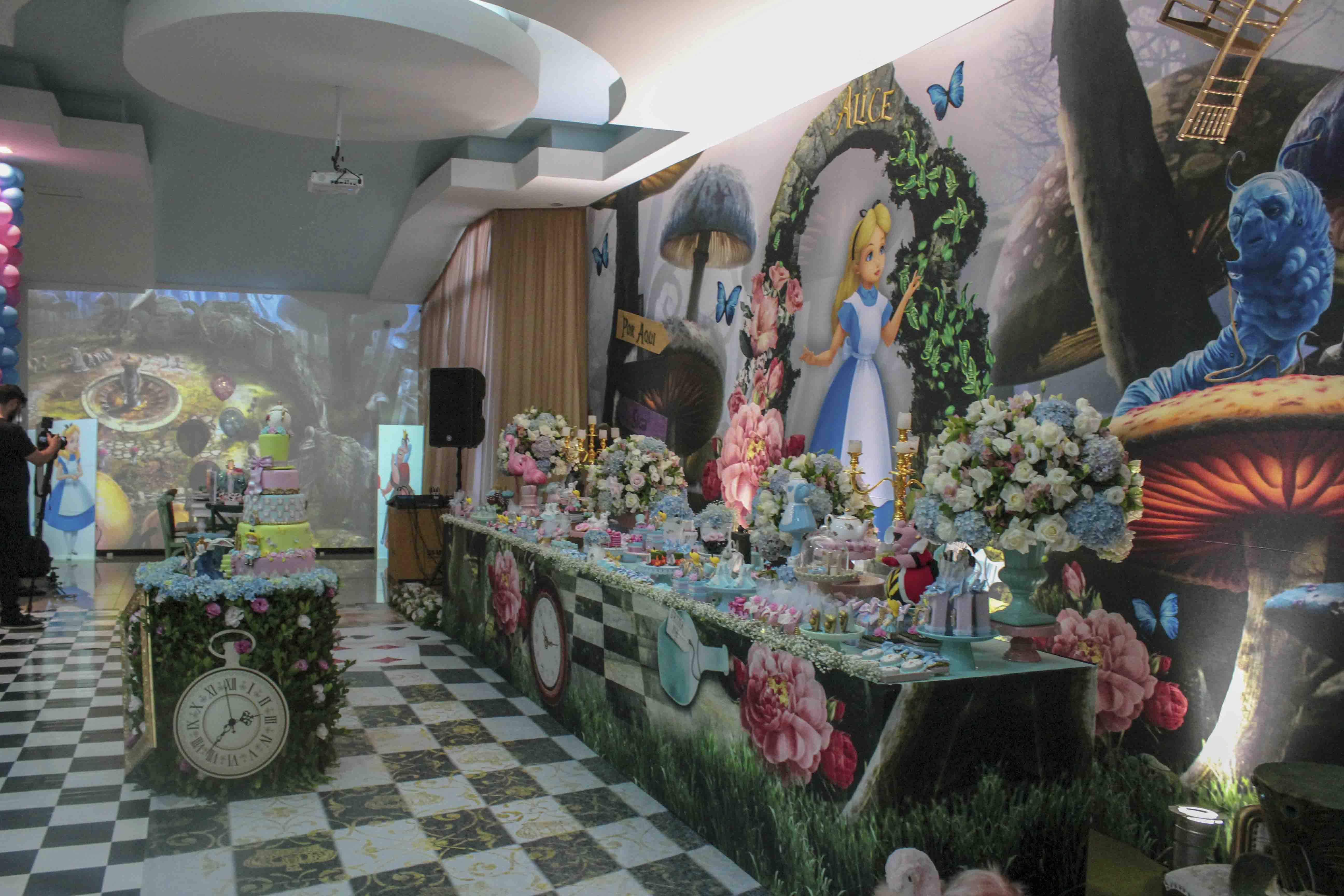 Mesa festa Alice no pais das maravilhas