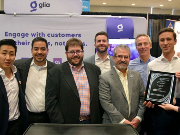 CUNA Technology Council presents GAC Best of Show Award to Glia