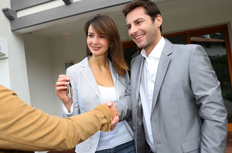 people discussing seven things they need to know about property transfer conveyancing