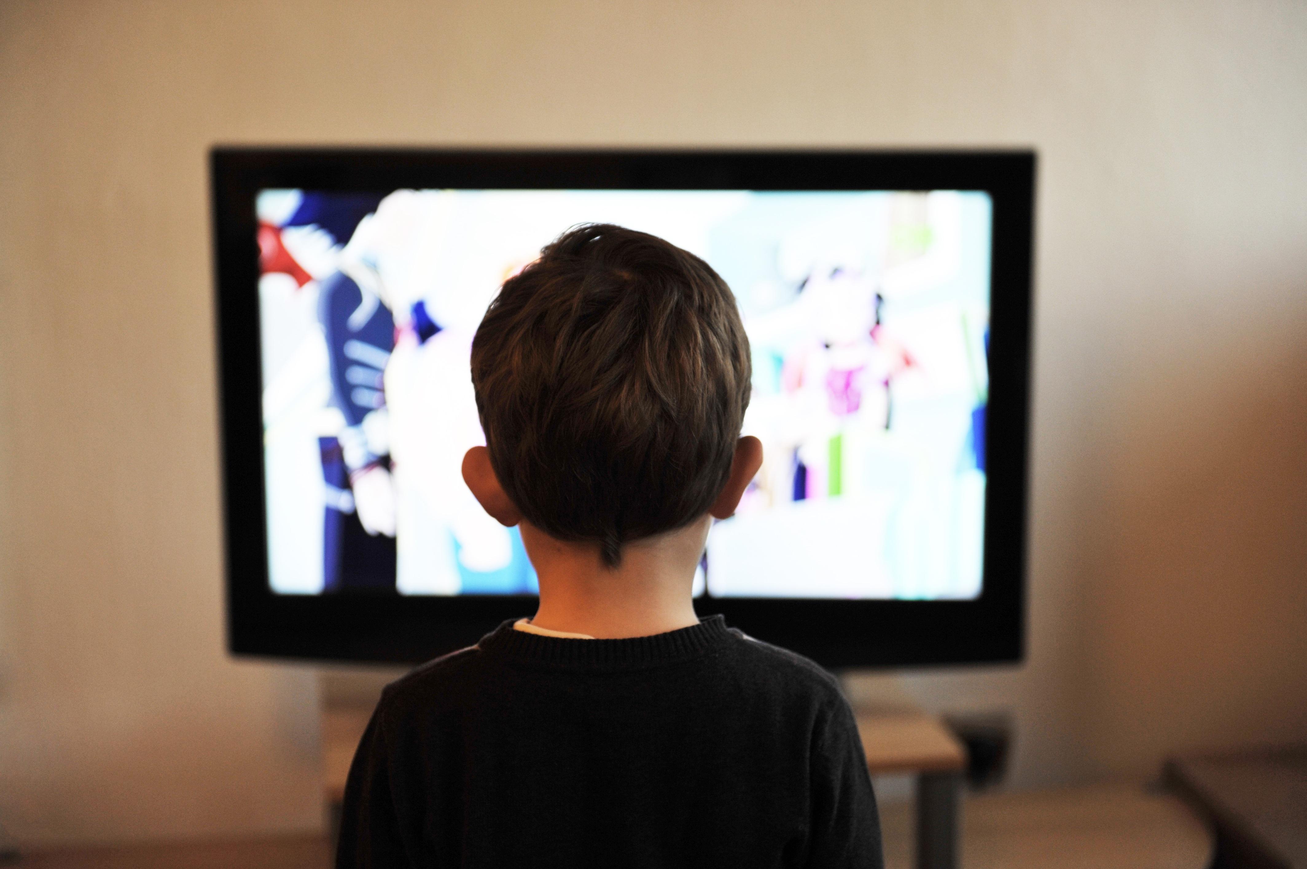 Assistir TV de perto pode ser um sinal de problema de visão (Fonte: Pixabay)