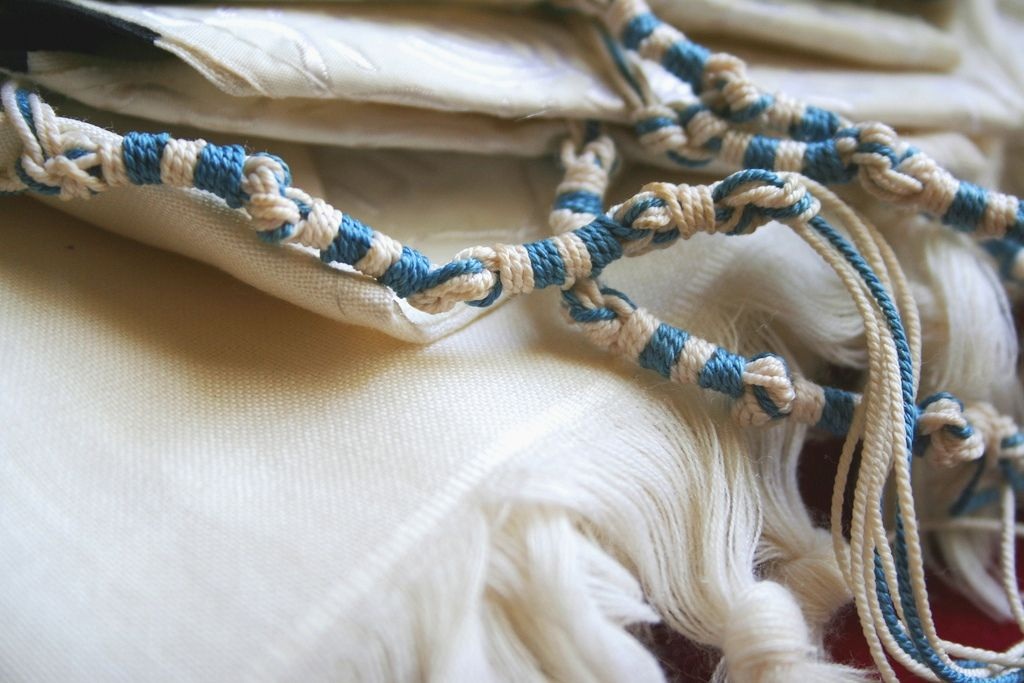 What Do Tzitzit Represent?