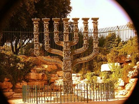 The Vision of 6th Century Chanukah in Zechariah