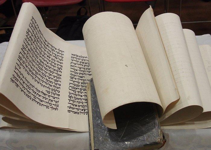 Ahasuerus and Vashti: The Story Megillat Esther Does Not Tell You
