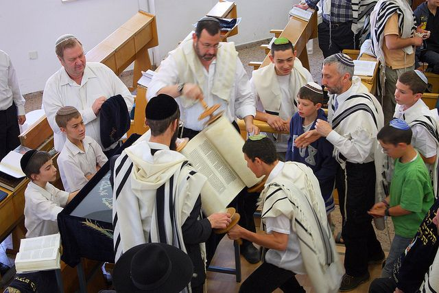 Drawing Contemporary Jews Closer to the Torah