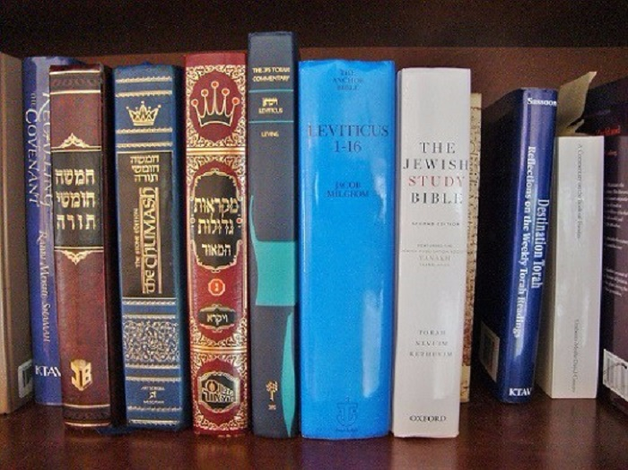 How Can a Torah Commentary Be Source-Critical and Jewish?