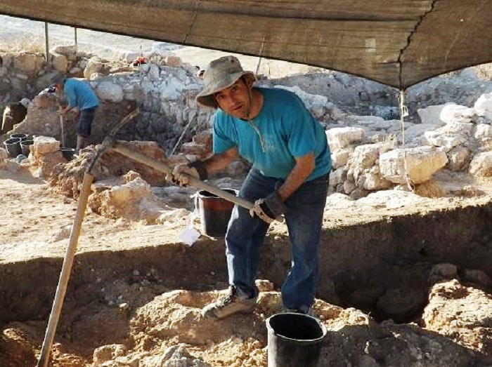 Digging Archaeology – A Report from the Trenches