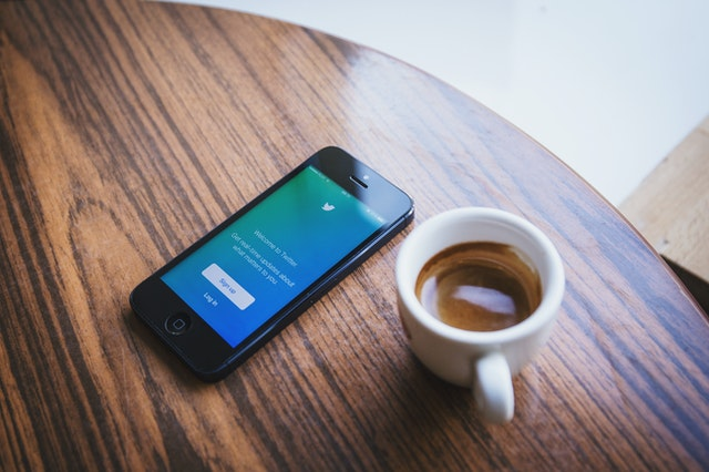 Twitter log-in on smartphone