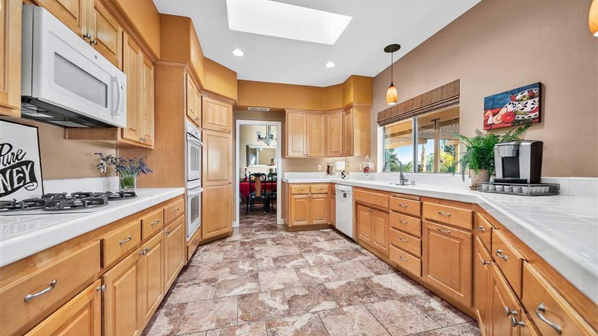 29954 McKenna Heights Ct. Valley Center, CA 92082