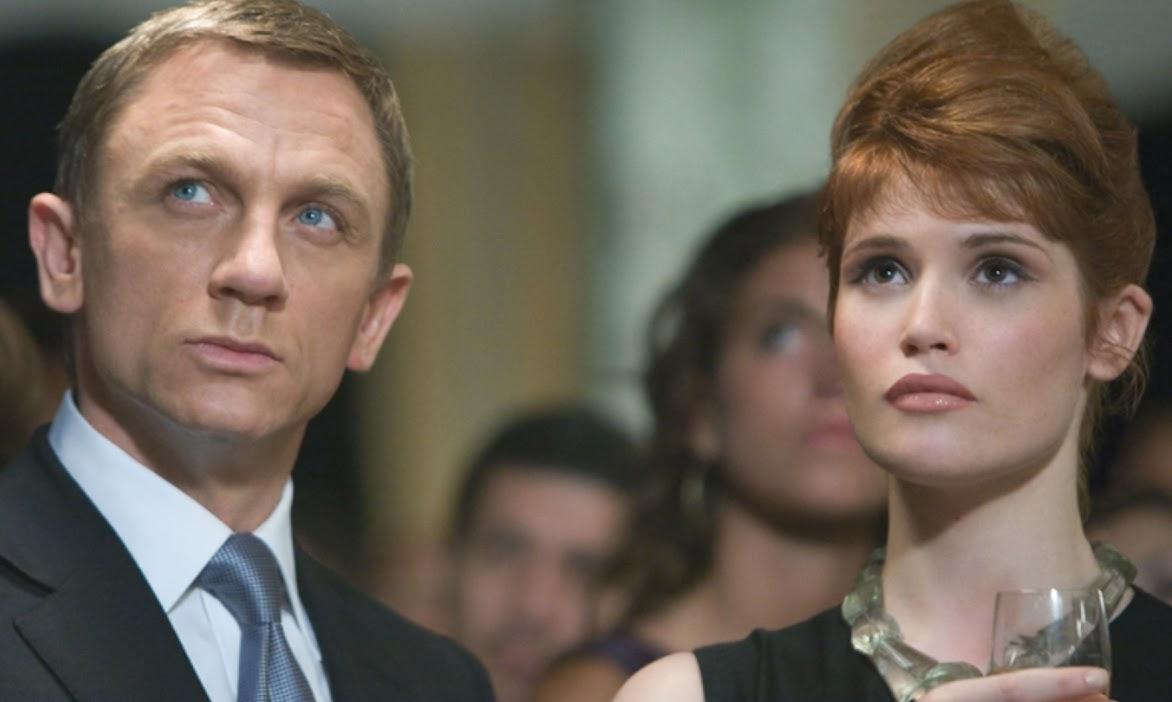Gemma Arterton and Daniel Craig as James Bond in Quantum of Solace