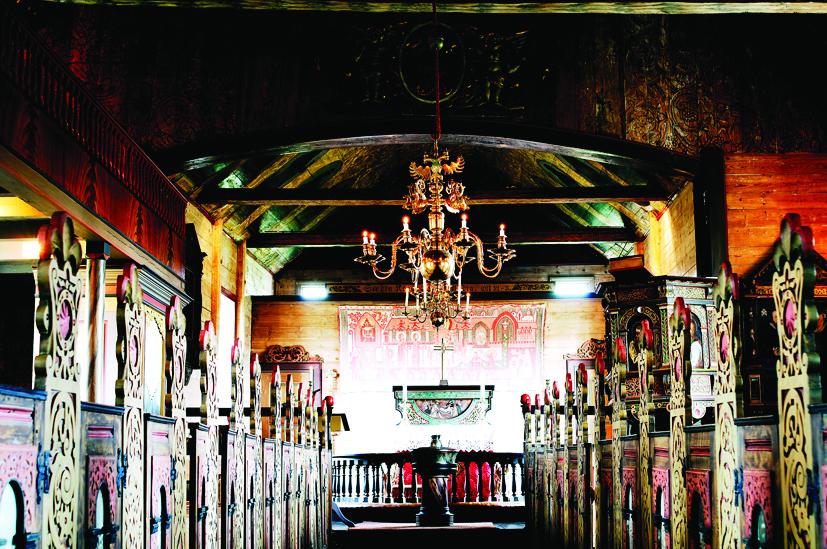 Bilde av håndmalingar inne i Jelsa kyrkje