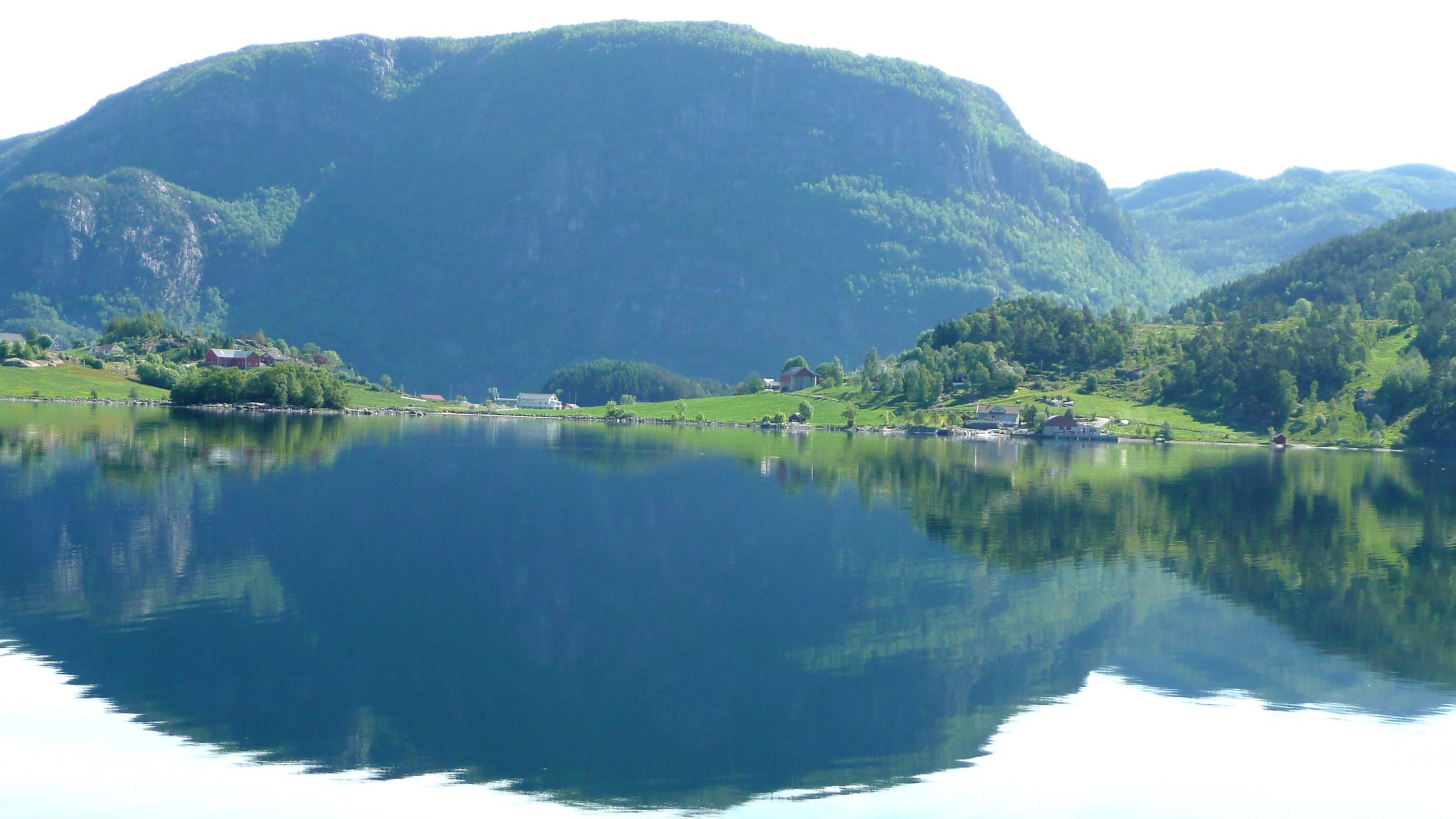 Fjord og fjell frå Erfjord