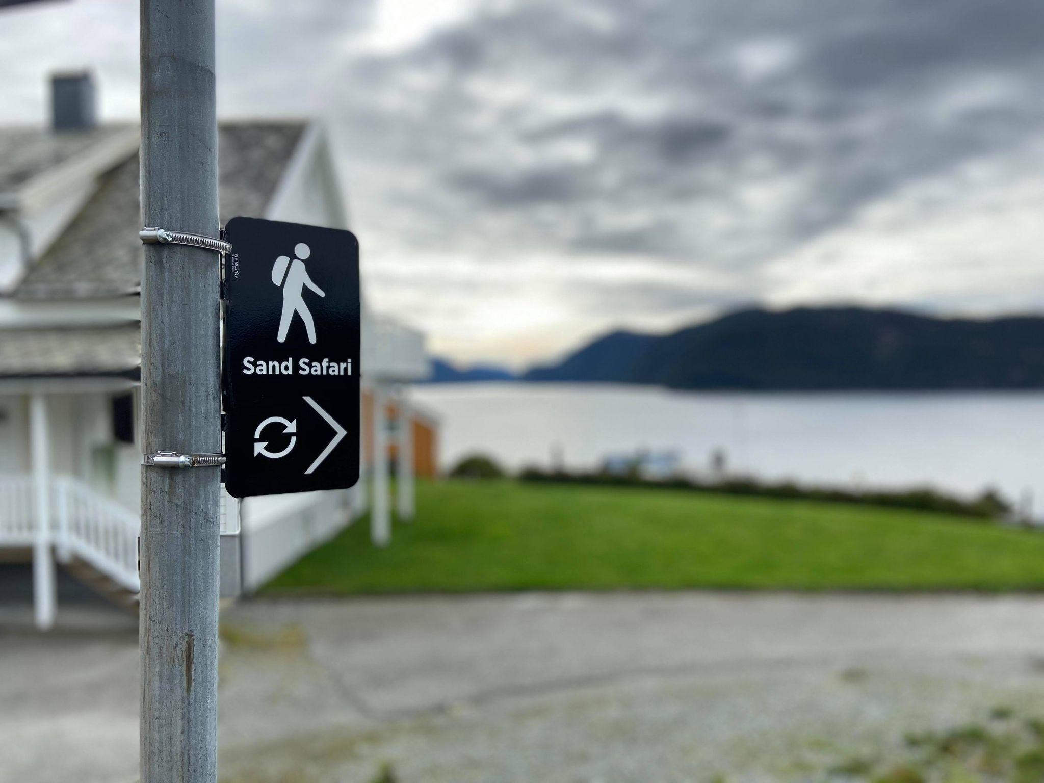 Skilt ved fjord