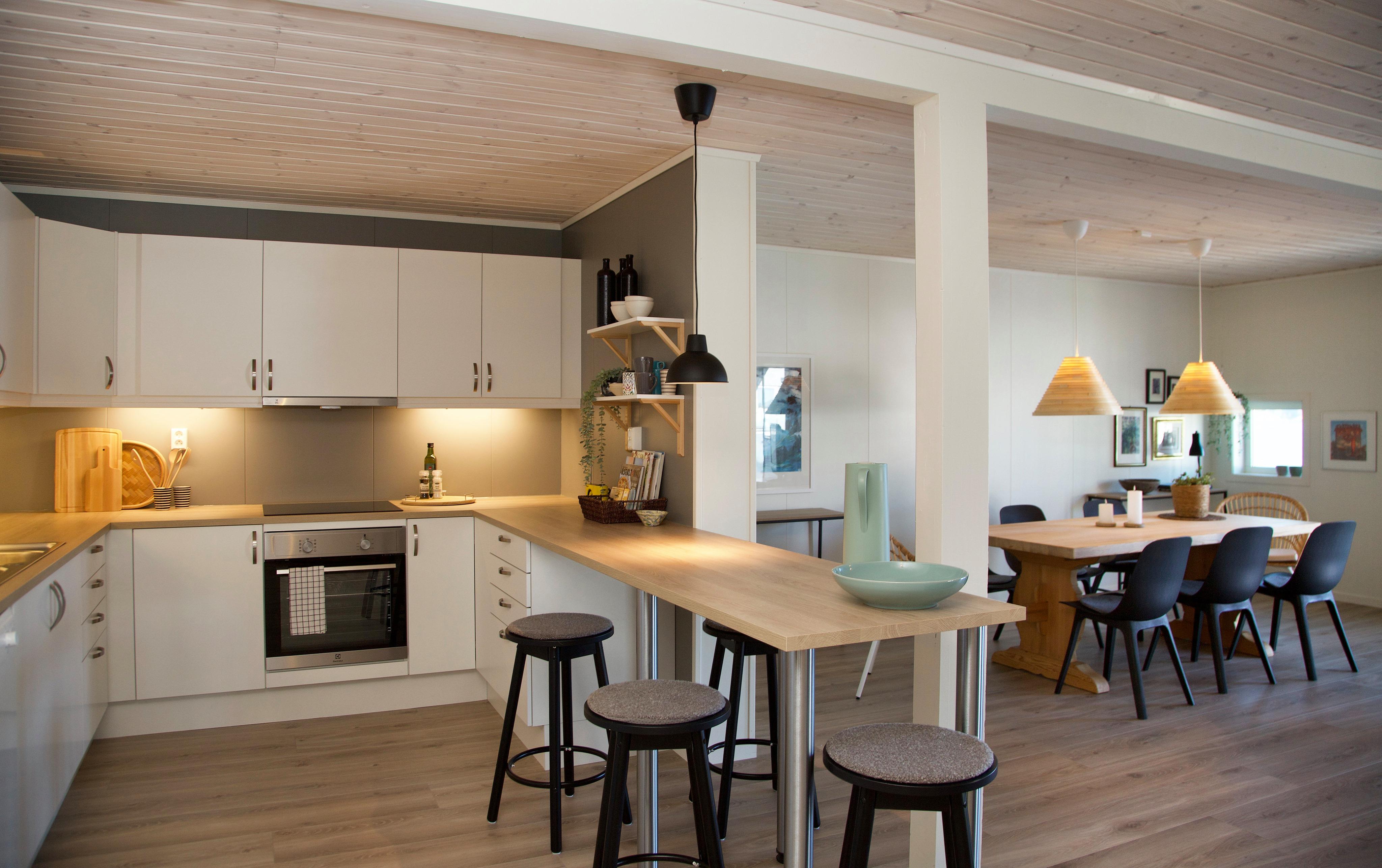 Bilde av leilegheit med kjøkken og spisestue.
