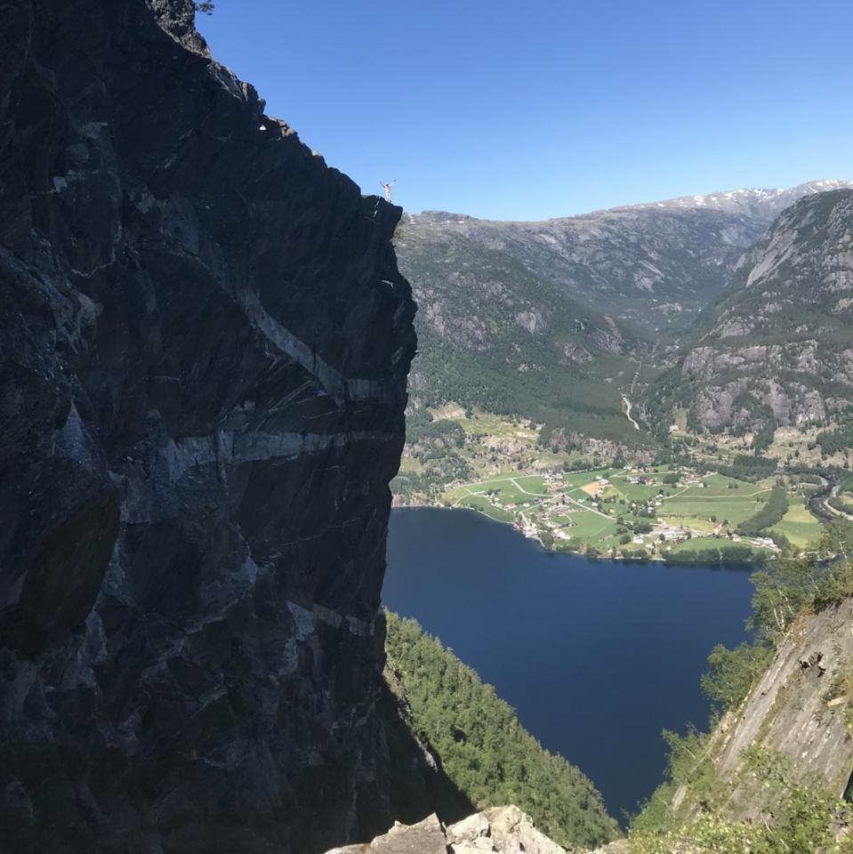 Person på fjellknaus