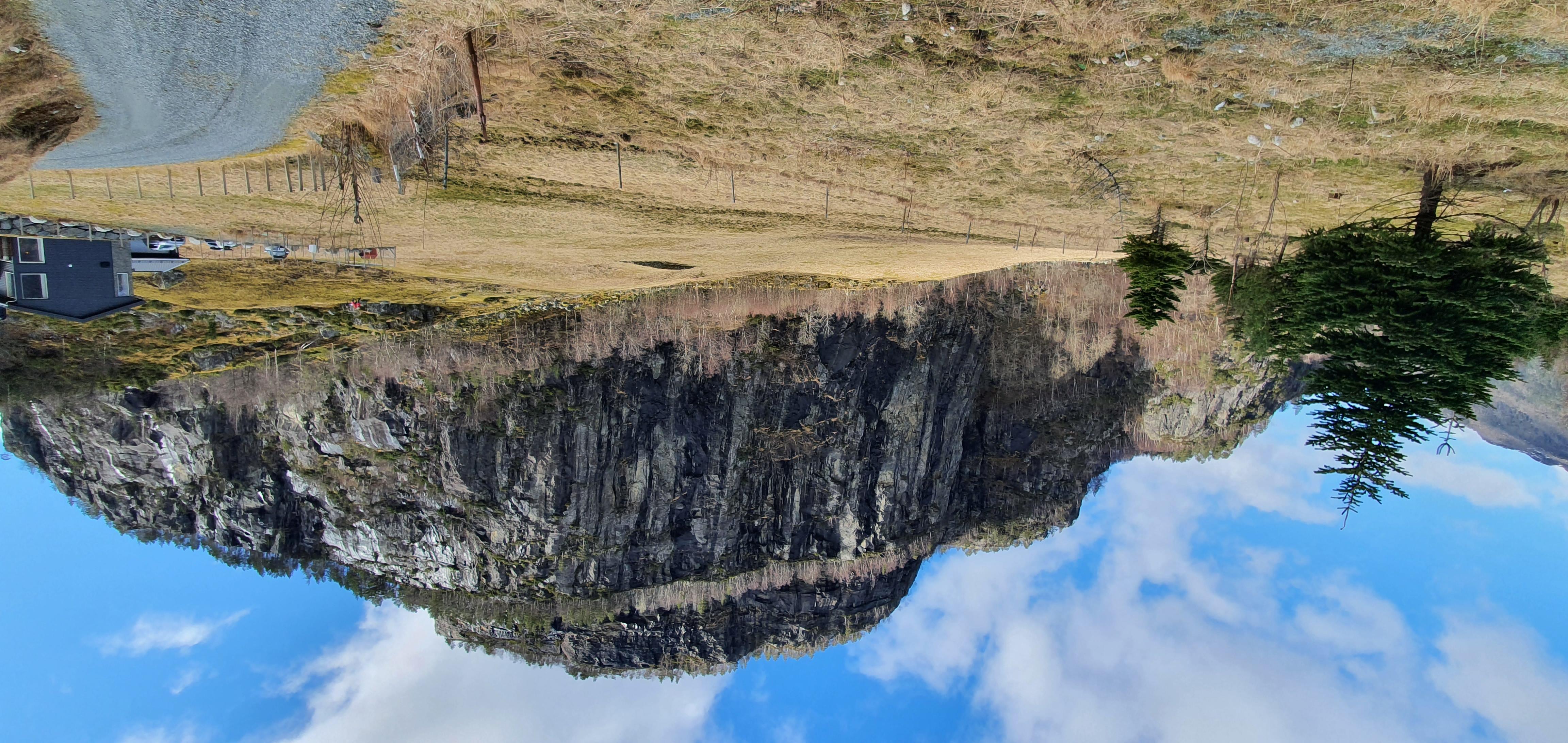 Utsikt over elv og naturområde rundt
