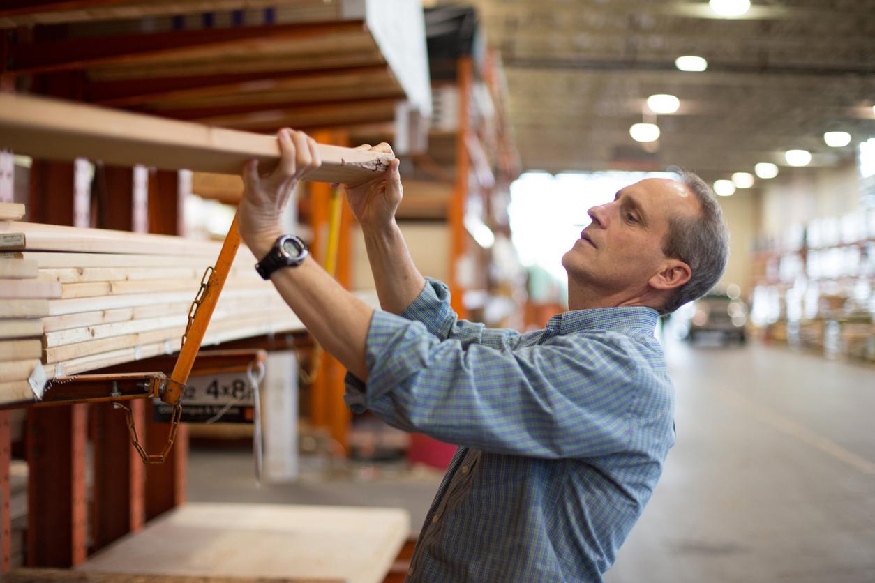 contractor purchasing lumber