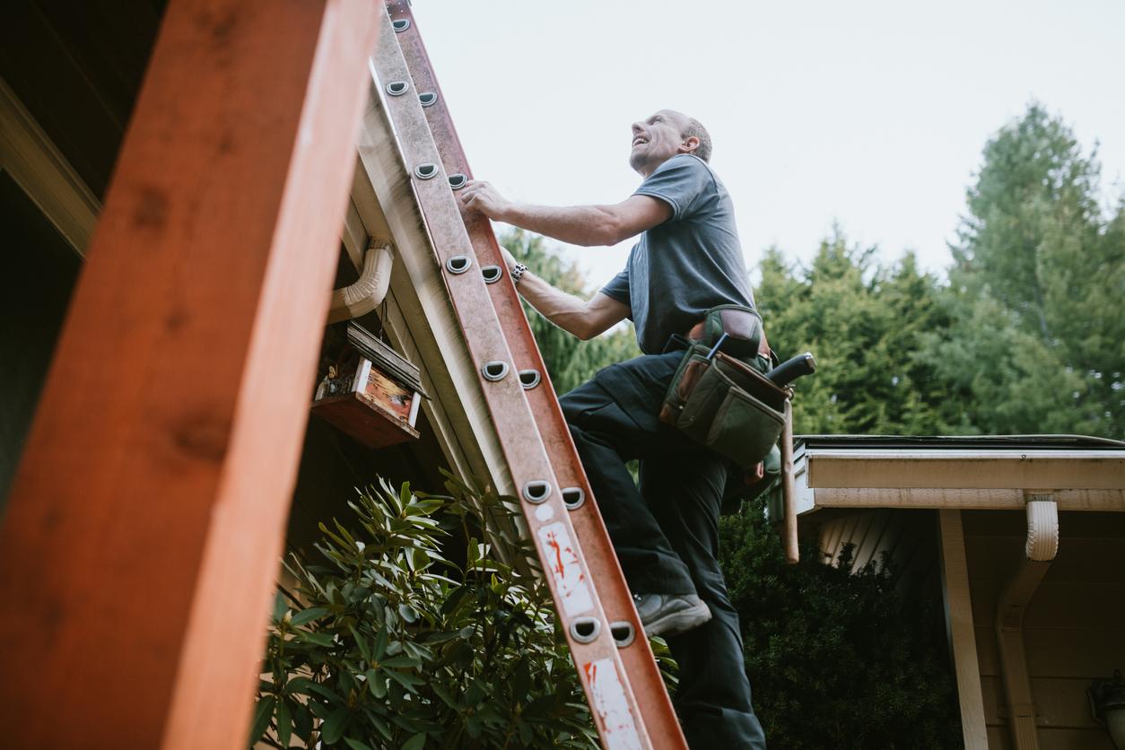 roofer on ladder