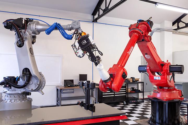 Two robots printing CF3D fiberglass print