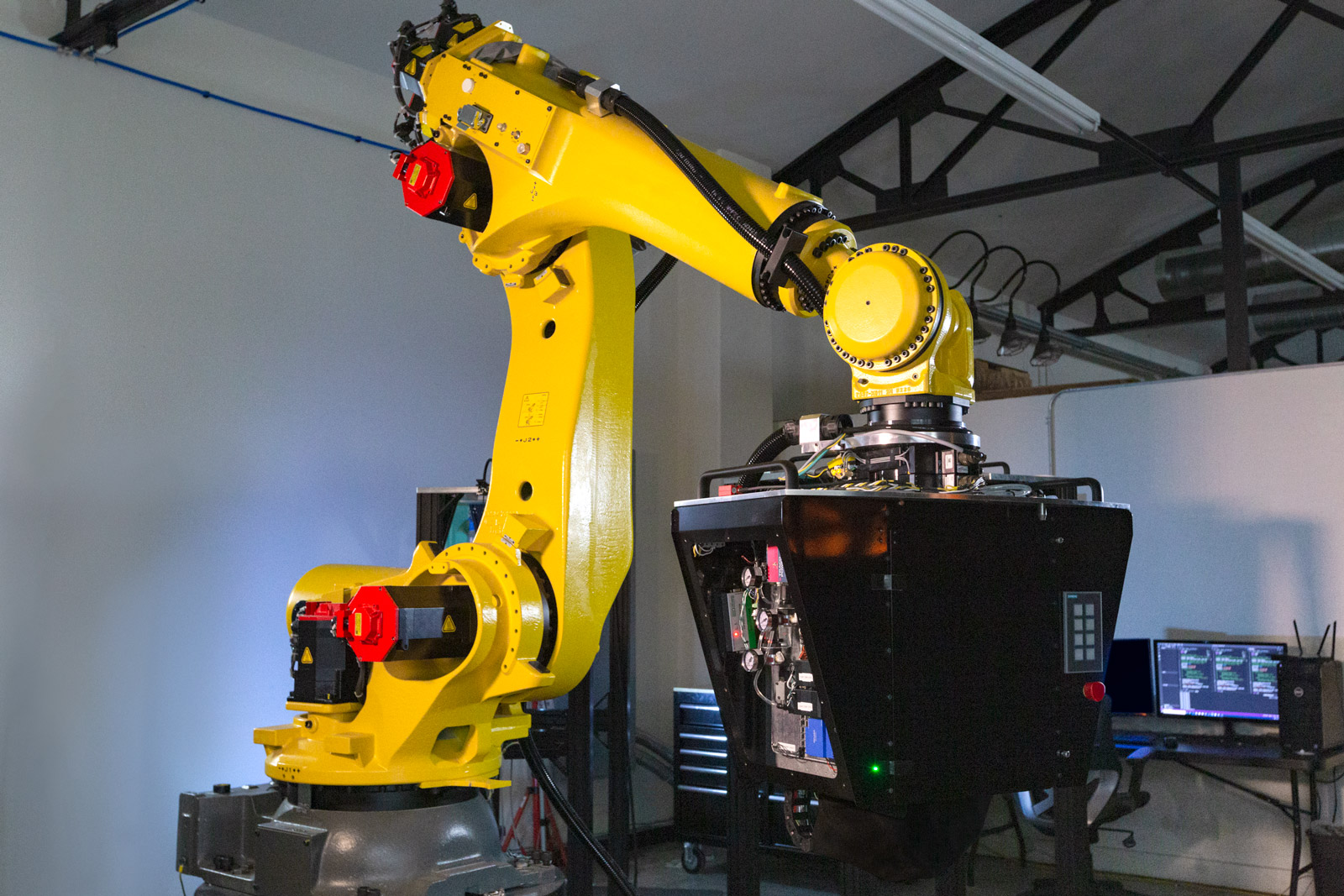 Fanuc robot mounted with CF3D print head