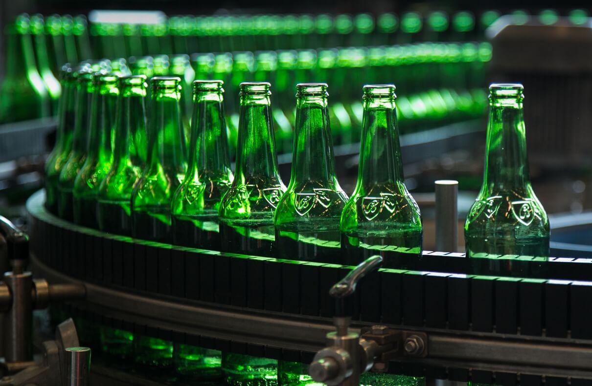 Obrázek zelených lahví Budvar