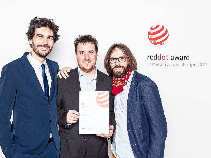 Diplom Red Dot převzali vpátek 27.října vBerlíně (zleva) Ing. Radek Bláha (IO Studio), Ondřej Štěpánek (Budějovický Budvar) aIng. Arch. Luka Križek (IO Studio)