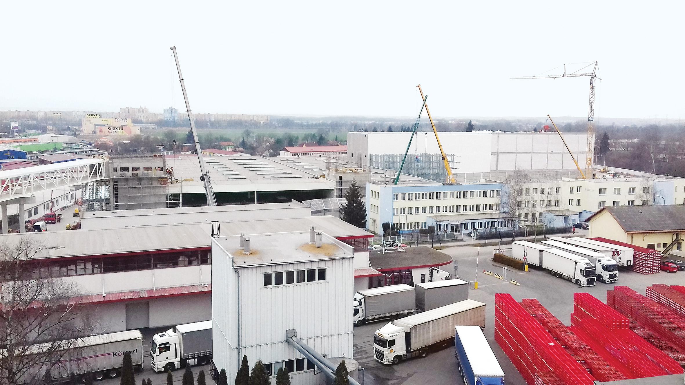 Výstavba automatizovaného skladu piva.